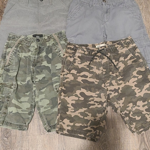 4 pairs of Boys Quiksilver and Volcom Shorts